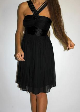 Черное шифоновое платье ,красивая грудь