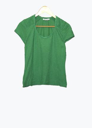 Стильная футболка зеленого цвета