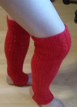 Красные гетры с косой для занятий спортом