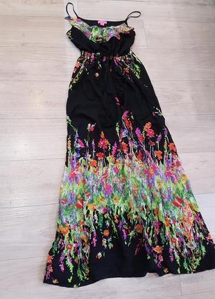 Чёрное макси платье с цветочным принтом воланом и балабонами