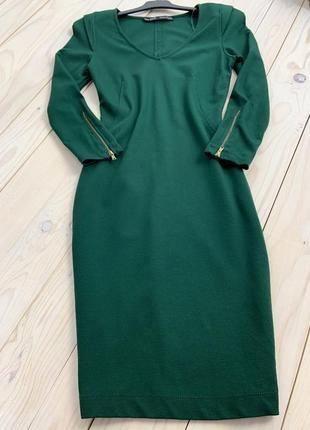 Идеальное облегающее трикотажное изумрудное платье миди  с замками на рукавах zara