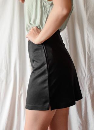 Прямая  классическая черная юбка