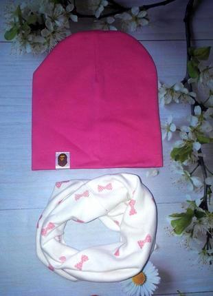 Комплект  шапка малиновая и хомут белый с бантиками для девочки