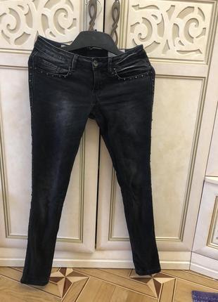 Стильные джинсы с шипами pull&bear