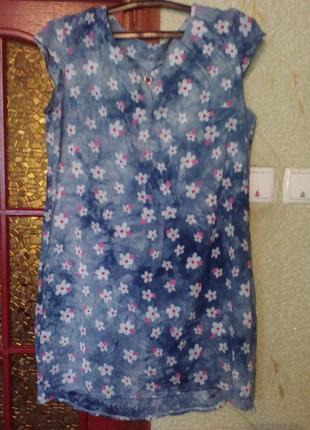 Летнее платье с цветами.короткое спереди,длиннее сзаду.