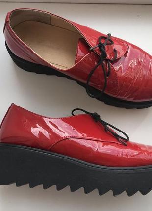 Туфли , лоферы лаковые красные