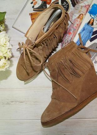 Zara! замша! фирменные ботинки на танкетке, полусапожки с бахромой