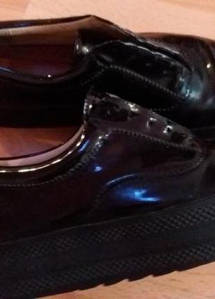 Класні лакові кеди туфлі