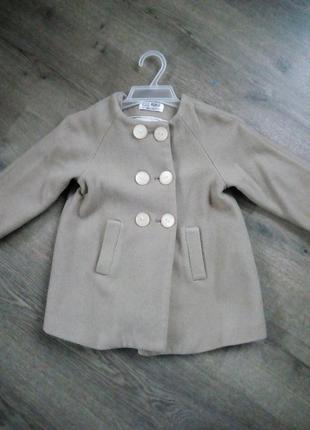 Стильне пальто для маленької модниці