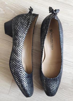 Італійські шкіряні туфельки  з тисненням під шкіру змії від mauro teci