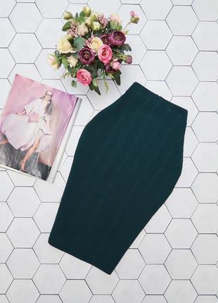 Изумрудная юбка карандаш из фактурного трикотажа