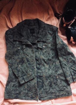 Стильный джинсовый пиджак с цветочным принятом bonita