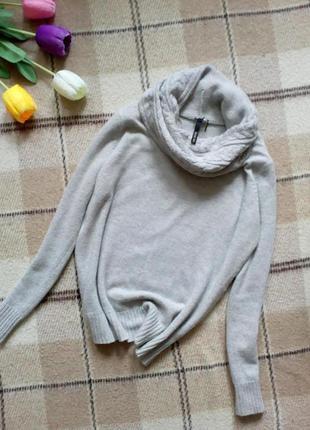 Актуальный свитер с обьемной горловиной жумчужно серого цвета