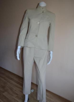 Брючный костюм дорогого бренда akris punto