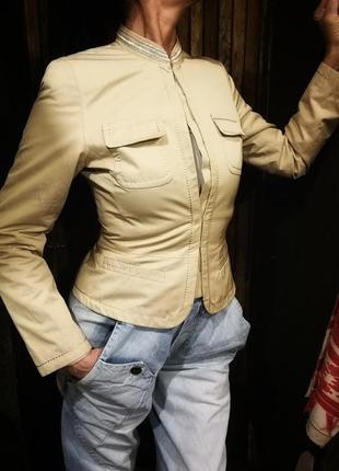 Красивенный пиджак песочно бежевый расшит бисером приталенный taifun