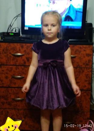 Красивое бархатное платьице 5-6 лет