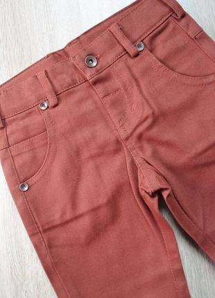 Фирменные брюки оригинального цвета