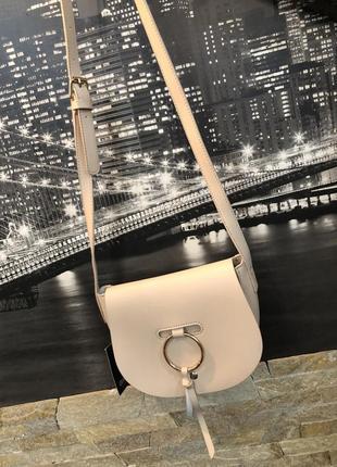 Красивая бежевая сумка colloseum