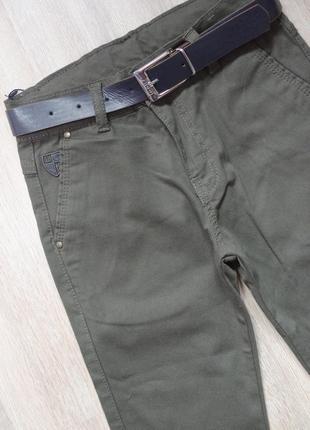 Классические брюки с ремнём цвета хаки
