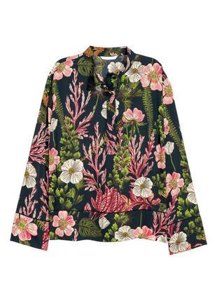 Блуза в красивый цветочный принт