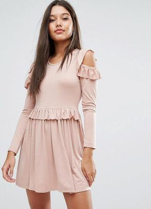 Милое платье в цвете розовой пудры, с рюшей и вырезами на плечах, новое! xs-s