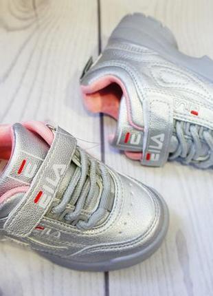 Серебряные кроссовки для настоящих модниц