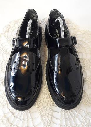 Кожаные лаковые туфельки