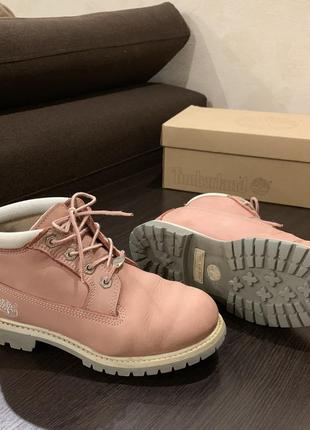 Розовые ботинки timberlands женские