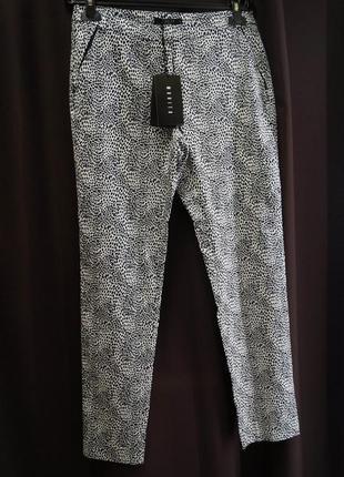 Красивые брюки в принт от mohito