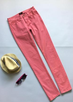 Яркие джинсы сочного цвета от liebeskind berlin.