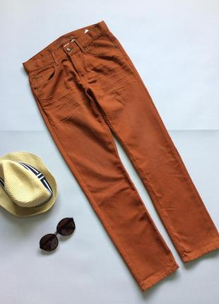 Терракотовые джинсы от h&m.