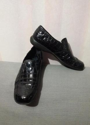 Удобные лаковые туфли (ст. 25 см)