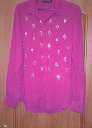 Яркая розовая рубашка