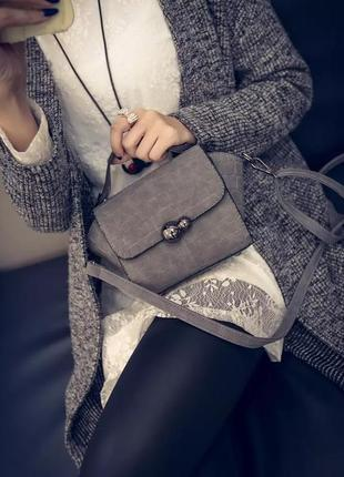 Стильная сумка-мессенджер через плечо