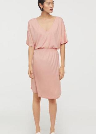 Нежное пудровое платье из вискозы от h&m