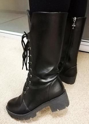 Демисезонные ботинки сапоги на шнуровке на тракторной грубой подошве dr. martens мартинс