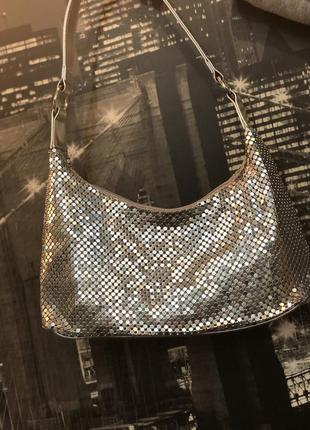 Очень красивая нарядная сумочка