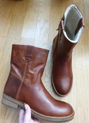 Новые натуральные фирменные ботинки , про-во италия.