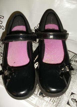 Классические черные лаковые туфли clarks для школы