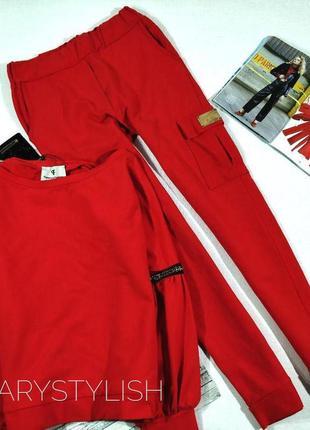 Трендовый костюм свитшот размер оверсайз с лампасами на рукавах и крутые штаны