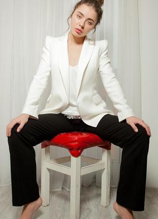 Эксклюзивный базовый белый жакет пиджак с плечиками приталенный с карманами
