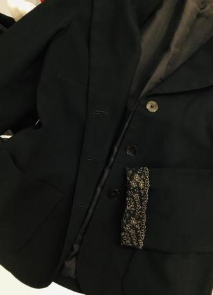 Пиджак женский чёрный с красивыми золотыми манжетами италия