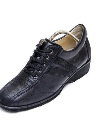 Кожаные туфли на танкетке brunate. стелька 24, 5 см