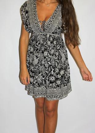 Черно белое платье на груди, красивая грудь со шнуровкой!
