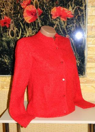 Кофта красная теплая на пуговицах размер 42-44, можно на девочку подростка.