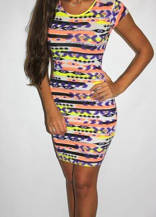 Платье по фигуре, яркие неоновые цвета ( открыта поясница )