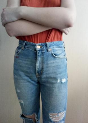 Крутейшие джинсы мом с необработанными краями2 фото