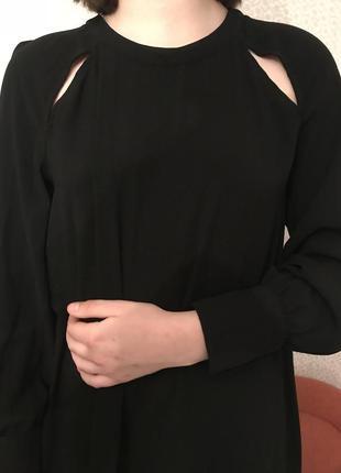 Платье а силуэта с разрезами на ключицах