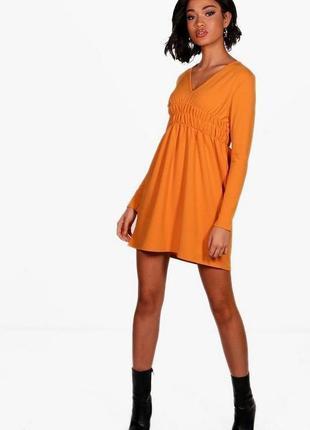 Boohoo. платье в популярном фасоне скейтер.на наш размер 38
