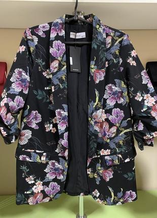 Стильный пиджак мужского кроя в необычный принт, с эффектом законченных рукавов!!